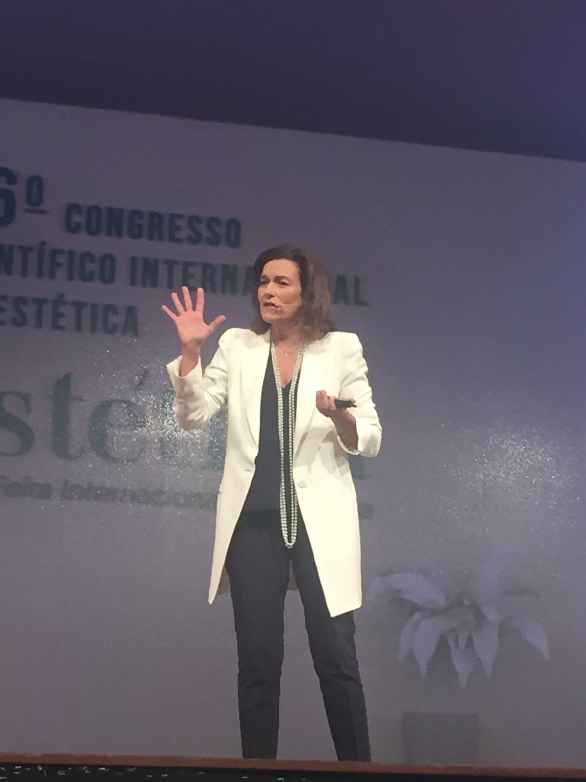 Maria D'uol en el Congresso Científico de Estética de São Paulo
